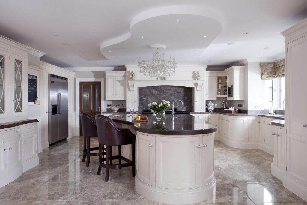 U-shaped kitchen with a curvaceous centre island